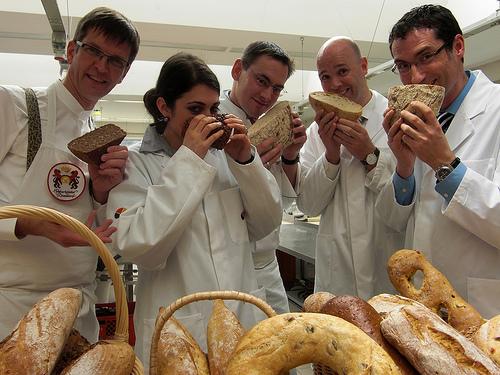 Weltpremiere in Weinheim : die Sprache des Brotes
