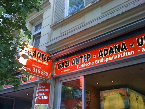 Grilltellerglückseligkeit auf St.Pauli: Gazi Antep Kebap Salonu, Hamburg