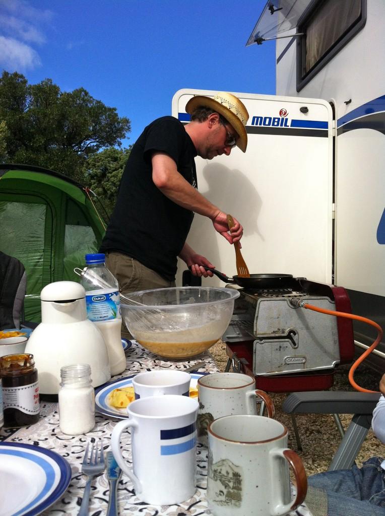 Post aus Kroatien (2): die Erfindung des Grillapfelkompotts und wie ich einmal auf einem Campingplatz 3000 Palatschinken buk
