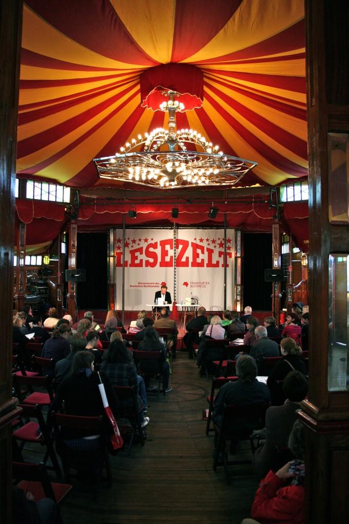 Frankfurter Buchmesse-Rückblick (2): die härtestes Lesung der Welt, Em-eukal und Jägermeister, Tim Mälzer, Caramelized App und lesen nach Harry Rowohlt